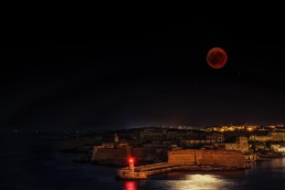 Total lunar eclipse over the Rinella Fortress in Malta, July 2018.
